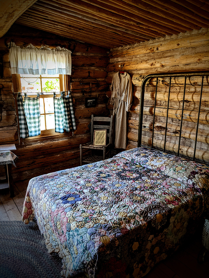 Fort Bluff pioneer cabin and bed