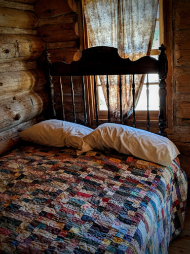 Bluff-Fort-Cabin-Bed-Bluff-Utah